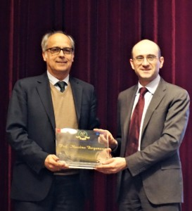 Massimo receives from Alberto the 2017 Galileo Award